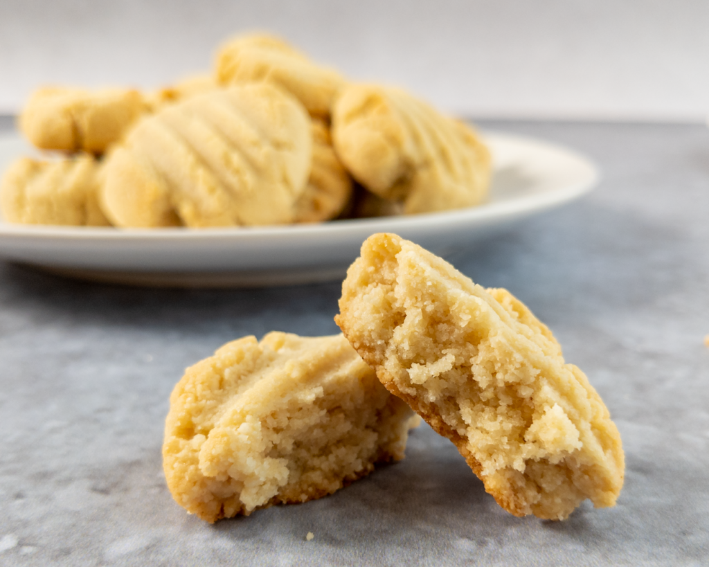 These vegan almond cookies are crispy on the outside and chewy on the inside.
